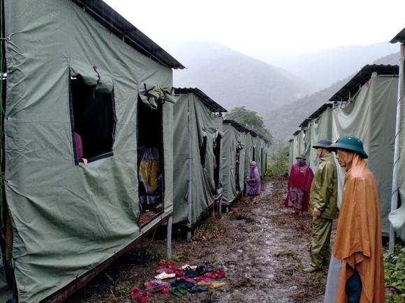 Nghệ An: Ngập lụt, nguy cơ sạt lở nhiều nơi, di dời dân khẩn cấp ảnh 7