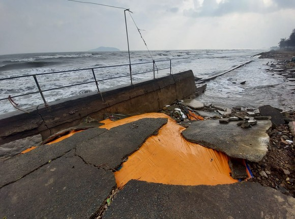 Tan hoang kè biển tại thị xã Cửa Lò, Nghệ An ảnh 6