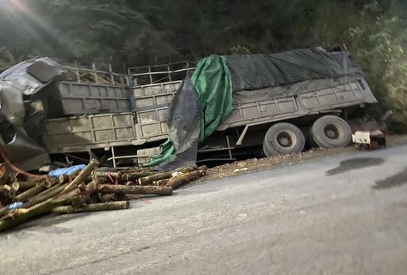 Xe tải tông vào taluy ở Thanh Hoá, 7 người thiệt mạng ảnh 1