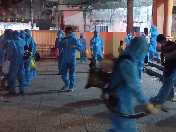 Nghệ An, Thanh Hóa: Cách ly 1.900 hộ dân, gần 2.000 học sinh, giáo viên  ảnh 4