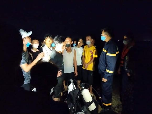 Tắm biển, 3 học sinh tiểu học bị sóng cuốn tử vong ảnh 1