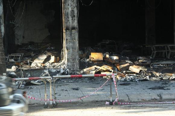 Cháy phòng trà ở Nghệ An, 6 người thiệt mạng ảnh 1