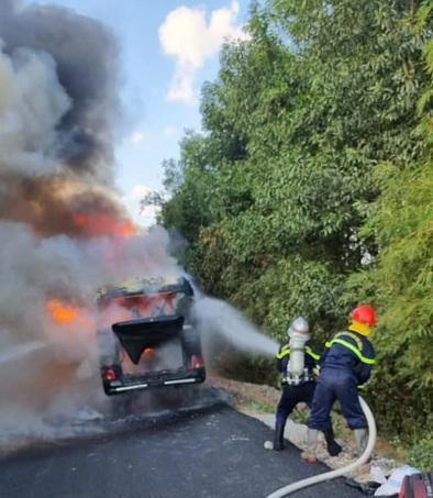 Nghệ An: Cháy xe khách chở người hoàn thành cách ly về quê ảnh 1