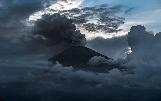 建議在印尼巴厘島火山噴發情況下,須確保遊客安全。(圖源:互聯網。)