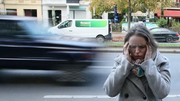 交通噪音讓人難受。