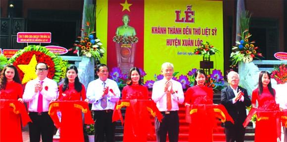 值春祿解放日46週年紀念,經近1年加緊施工的同奈省春祿縣烈士祠於昨(9)日落成。