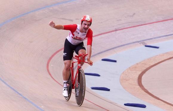 Xe đạp: Đua 55 kilomet trong 1 tiếng đồng hồ, Campenaerts phá kỷ lục của Wiggins ảnh 1