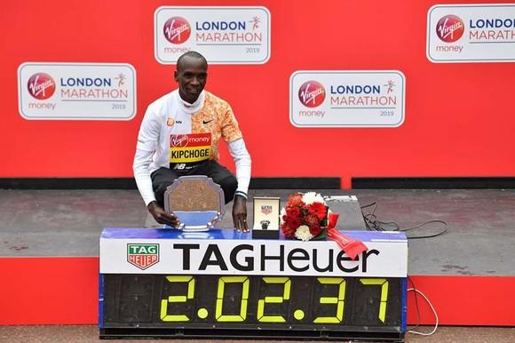 Eliud Kipchoge và thành tích kỷ lục