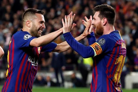 """Thế giới trong cơn cuồng Lionel Messi - Balotelli: """"Xin đừng so sánh Messi với số 7 của… Juventus"""" ảnh 2"""