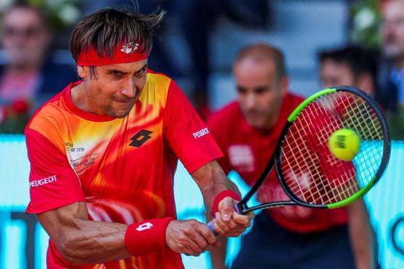 Madrid Open: Federer thắng trận đầu tiên trên mặt sân đất nện sau 3 năm vắng bóng ảnh 3