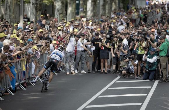 Tour de France: Trentin thắng chặng 17, Alaphilippe vẫn an toàn trước khi lao vào dãy Alpes ảnh 2