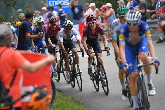 Tour de France: Thời tiết giúp Bernal lật đổ Alaphilippe, Ineos sắp thắng Áo vàng thứ 7 ảnh 2
