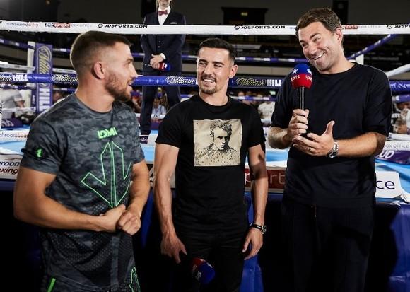Quyền Anh: Luyện quyền với bóng quần, Lomachenko khiến Nhà thi đấu O2 (London) náo loạn ảnh 3