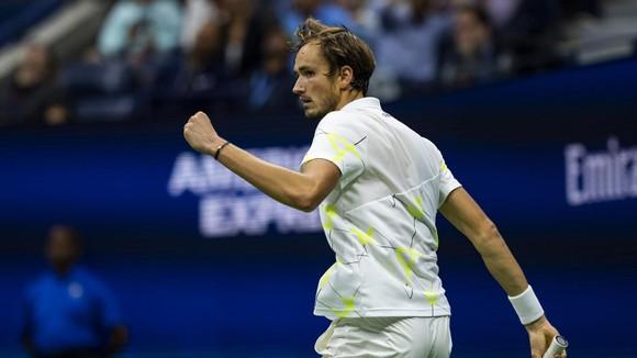 """""""Kẻ thù nước Mỹ"""" Medvedev chuẩn bị quyết đấu Nadal"""