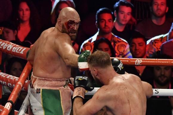 Triple D thắng knock-out 12/13 trận, Spence hạ Porter sở hữu 2 đai IBF và WBC ảnh 2