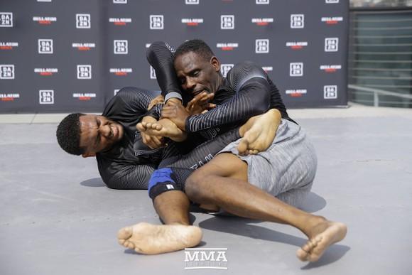 MMA Bellator 228: Hổ phụ sinh sư tử - McKee cha thắng KO hiệp 2, McKee con thắng KO ngay giây thứ 8 ảnh 1