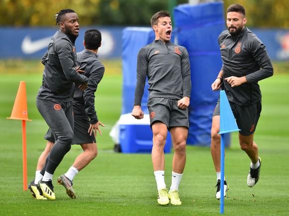 Chelsea tập luyện trước khi sang Pháp: Kante, Giroud và Zouma quay trở lại! ảnh 9