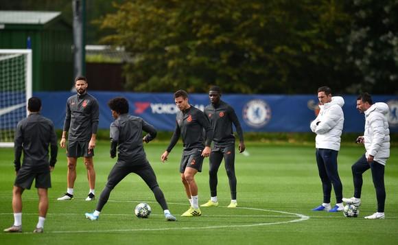 Chelsea tập luyện trước khi sang Pháp: Kante, Giroud và Zouma quay trở lại! ảnh 5