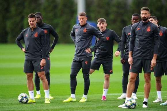 Chelsea tập luyện trước khi sang Pháp: Kante, Giroud và Zouma quay trở lại! ảnh 18
