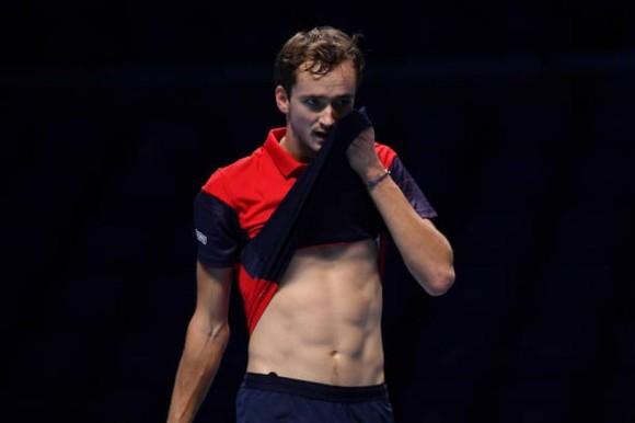 """ATP Finals: Nadal phản ứng sau khi thua Zverev, Medvedev """"cay"""" vì thất thủ trước Tsitsipas ảnh 1"""