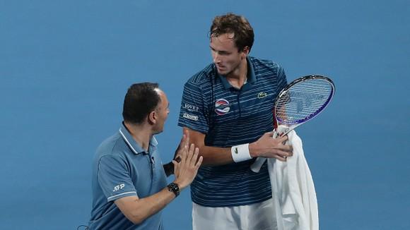 ATP Cup: Thắng 35/42 trận gần đây, Medvedev đưa tuyển Nga vào BK, sẽ đối đầu Serbia của Djokovic ảnh 2