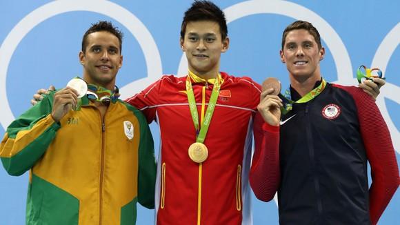 Le Clos (trái) thua đau Sun Yang ở Olympic 2016
