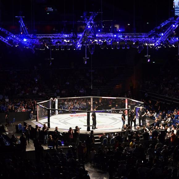 """Hướng đến UFC 249: Ông bầu lão làng Bob Arum mắng ông bầu trọc đầu Dana White cư xử như """"cao bồi"""", không màng đến an toàn của mọi người ảnh 1"""