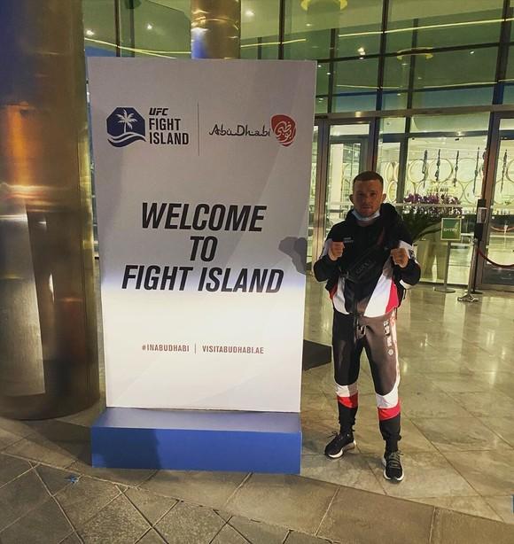 Petr Yan: Từ võ sĩ đấu đài ở hộp đêm vùng Cực Bắc, 4 ngàn rúp/trận, đến… nhà vô địch người Nga thứ 2 ở UFC ảnh 5