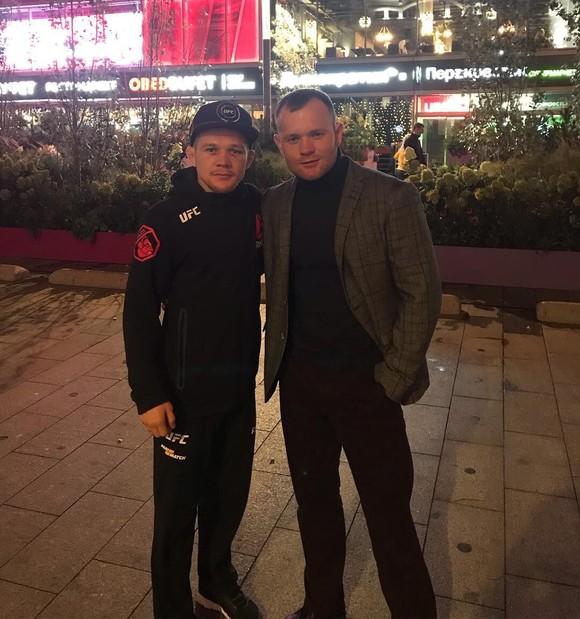 Petr Yan: Từ võ sĩ đấu đài ở hộp đêm vùng Cực Bắc, 4 ngàn rúp/trận, đến… nhà vô địch người Nga thứ 2 ở UFC ảnh 2