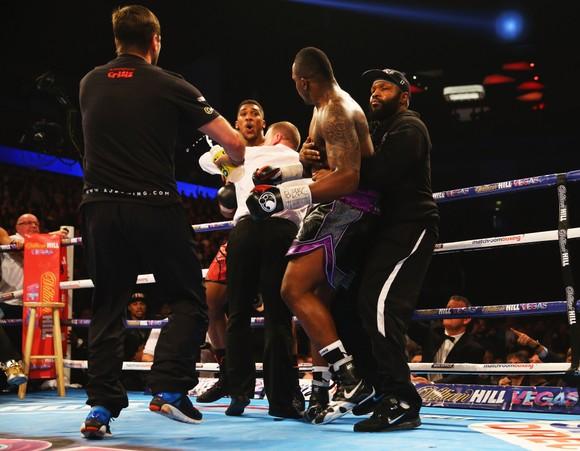 """Trận Dillian Whyte vs Alexander Povetkin bị lu mờ bởi mối thâm thù giữa """"Quái hiệp"""" và Anthony Joshua """"cơ bắp"""" ảnh 3"""