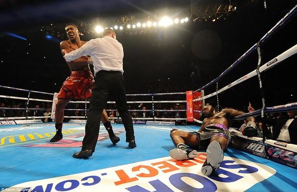 """Trận Dillian Whyte vs Alexander Povetkin bị lu mờ bởi mối thâm thù giữa """"Quái hiệp"""" và Anthony Joshua """"cơ bắp"""" ảnh 4"""