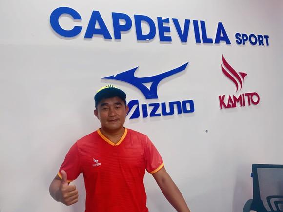 """""""Vua phủi"""" Capdevila và Showroom thể thao sắp khai trương của mình"""
