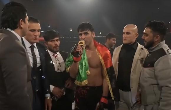 Ở Afganishtan, võ sĩ MMA người Brazil bị đe dọa bằng súng, tịch thu passport, buộc phải đánh thua ảnh 2