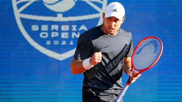 Karatsev đã phục hận Djokovic