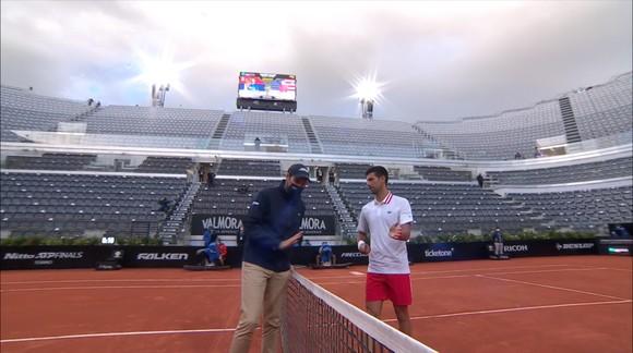 Nổi nóng với trọng tài vì trời mưa, Djokovic vẫn vượt qua được Fritz ảnh 2
