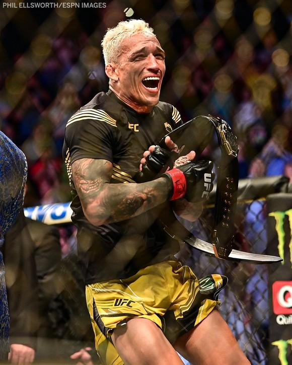 """UFC 262: Charles """"Do Bronx"""" thừa kế di sản của """"Đại bàng Nga"""", """"Ông kẹ"""" thua trận thứ 3 liên tiếp ảnh 1"""