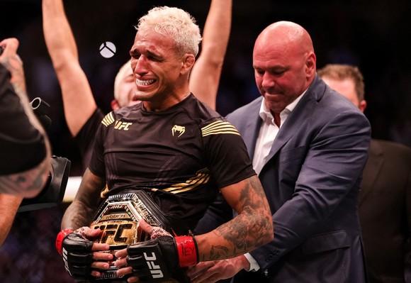 """Charles """"Do Bronx"""" Oliveira từ Favela: Bác sĩ từng chẩn đoán không thể đi lại, giờ vô địch UFC sau 10 năm thượng đài ảnh 1"""