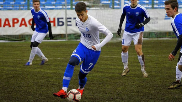 """Arsen Zakharyan: """"Tiểu binh"""" 17 tuổi góp mặt trong danh sách sơ bộ tuyển Nga chuẩn bị dự Euro 2020 ảnh 1"""