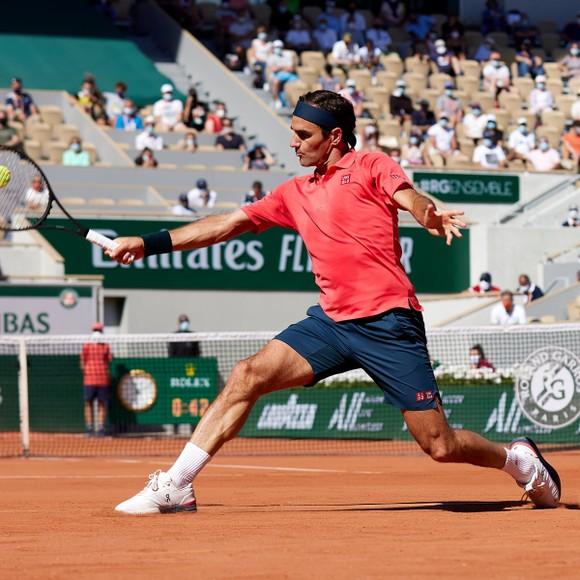 """Roger Federer - """"Hồng y"""" khiêu vũ trên sân Philippe-Chatrier"""