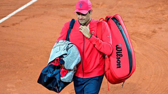 Federer rời khỏi Roland Garros 2021