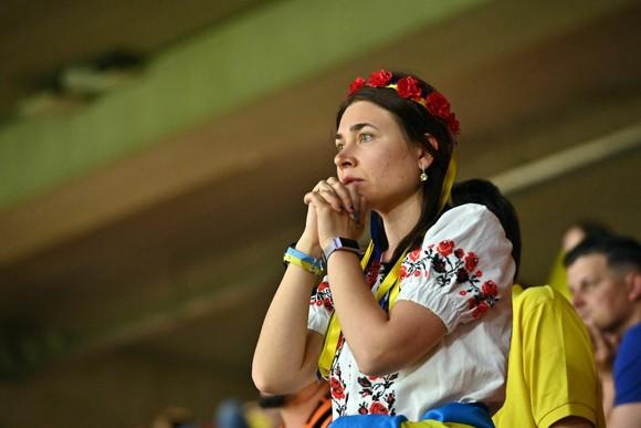 """Sắc màu CĐV Ukraine và """"Vàng - Xanh mạnh hơn Sbornaya"""" ảnh 5"""