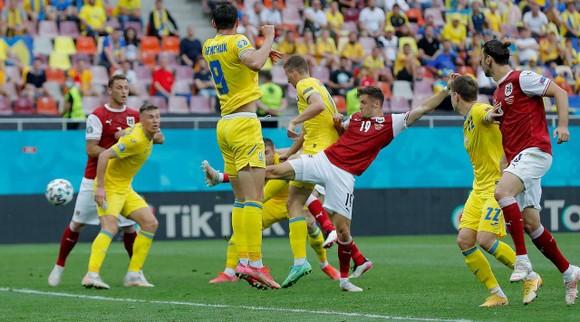 Tuyển Ukraine trong trận thua Áo