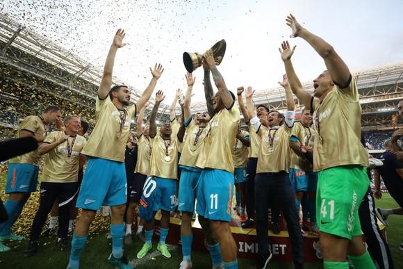 Siêu Cúp nước Nga: Zenit áp đảo Lokomotiv cả trên sân lẫn trên… đường phố Kaliningrad ảnh 1