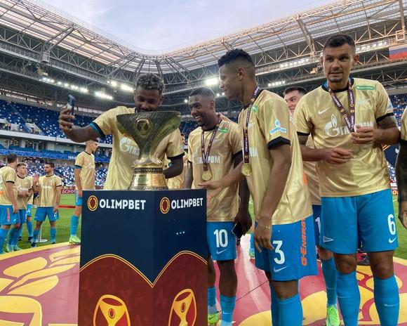 Siêu Cúp nước Nga: Zenit áp đảo Lokomotiv cả trên sân lẫn trên… đường phố Kaliningrad ảnh 4