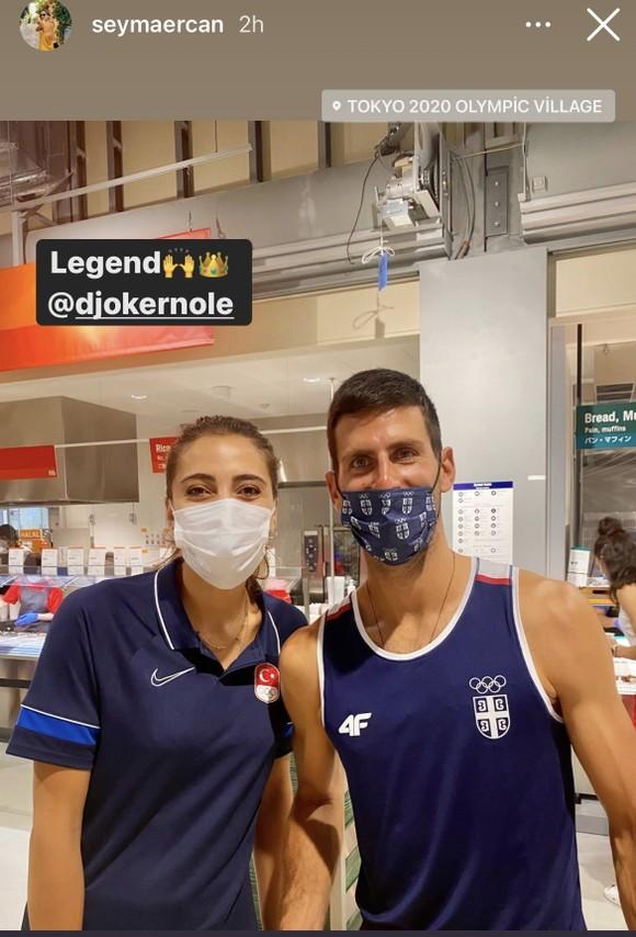 Novak Djokovic: Ngôi sao nổi tiếng số 1 ở Olympic, ai cũng muốn xin chữ ký và chụp hình ảnh 6