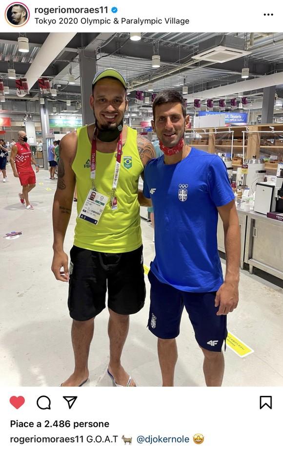 Novak Djokovic: Ngôi sao nổi tiếng số 1 ở Olympic, ai cũng muốn xin chữ ký và chụp hình ảnh 8