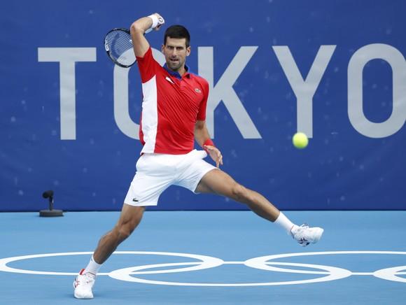 Djokovic giành vé vào vòng 3