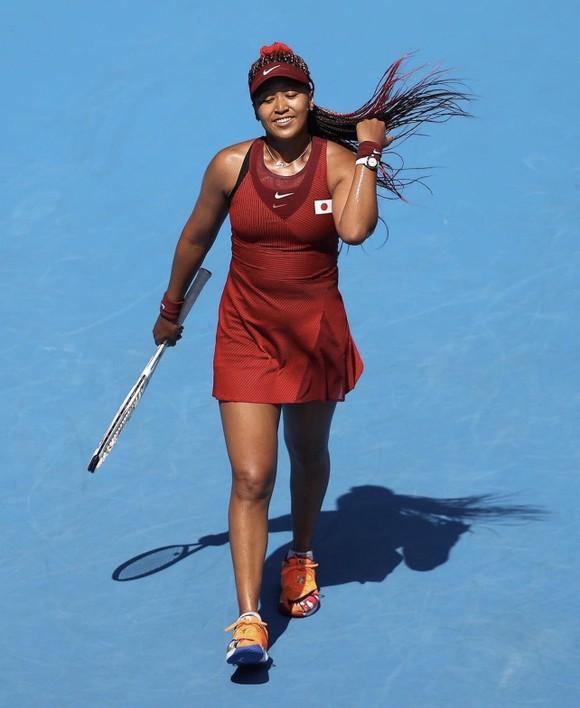 Novak Djokovic và Naomi Osaka sánh bước vào vòng 3, Vekic loại Sabalenka ảnh 1