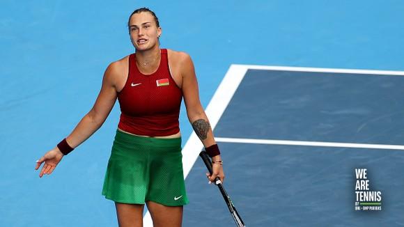 Novak Djokovic và Naomi Osaka sánh bước vào vòng 3, Vekic loại Sabalenka ảnh 2