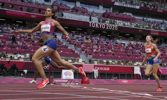 McLaughlin nối bước Karsten Warholm, lập KLTG cự ly chạy 400m vượt rào - lần đầu tiên trong lịch sử Olympic ảnh 1